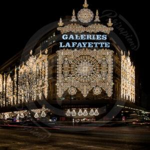 Photo Pose-Longue Reportage des galeries Lafayette illuminées de décorations de Noël