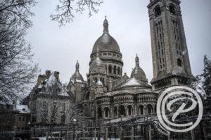 La basilique du Sacré Cœur sous la neige prise de vue du Square Marcel Bleustein Blanchet